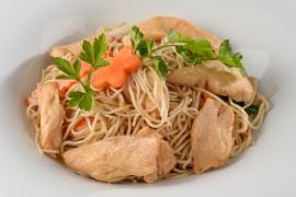 Nouilles sautées au poulet (portion de 200g)